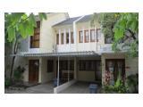 Disewakan Rumah Untuk Kantor 2 Lantai Fully Furnished di Awana Townhouse, Yogyakarta – 4+1 Kamar Tidur, Letak Strategis