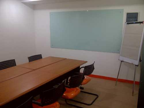 Sewa kantor di ruang meeting office space for rent for Small meeting room jakarta selatan